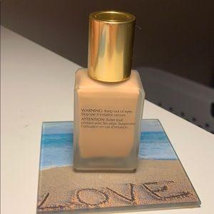 Estee Lauder Makeup - Estée Lauder Double Wear foundation Shade 2W1 Dawn